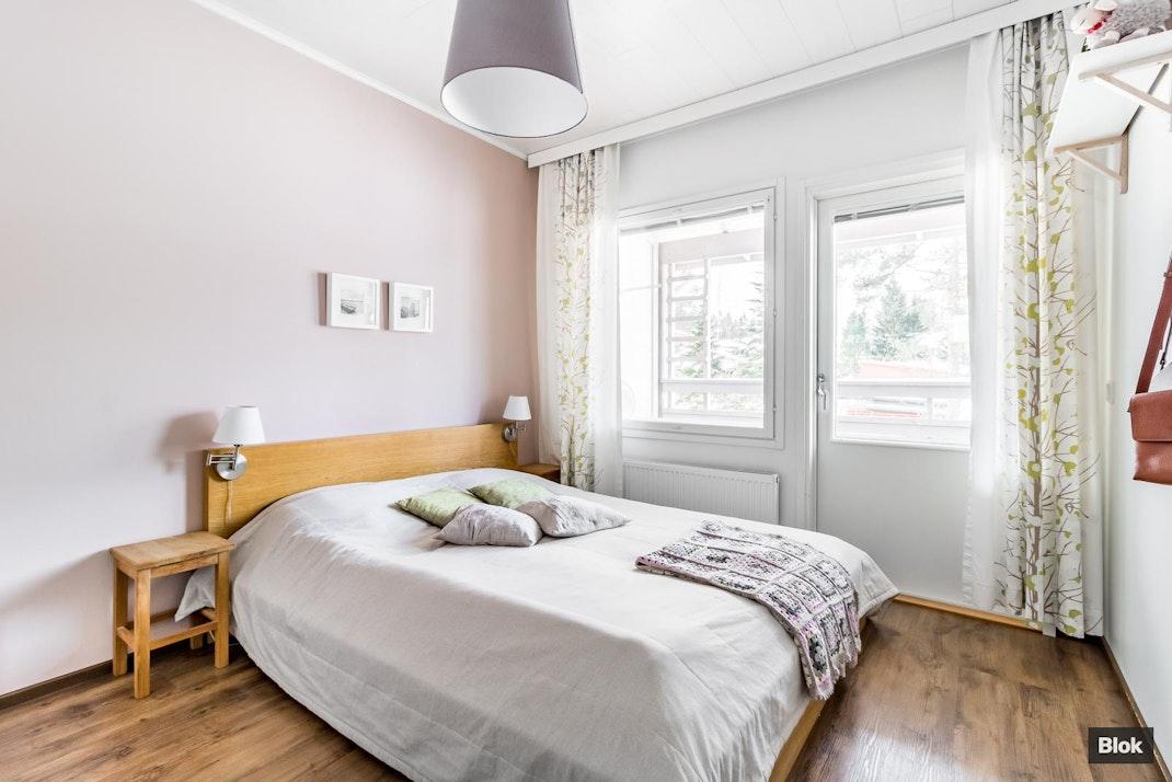 Pitkäniityntie 7 B 5 Makuuhuoneet & Yläkerta