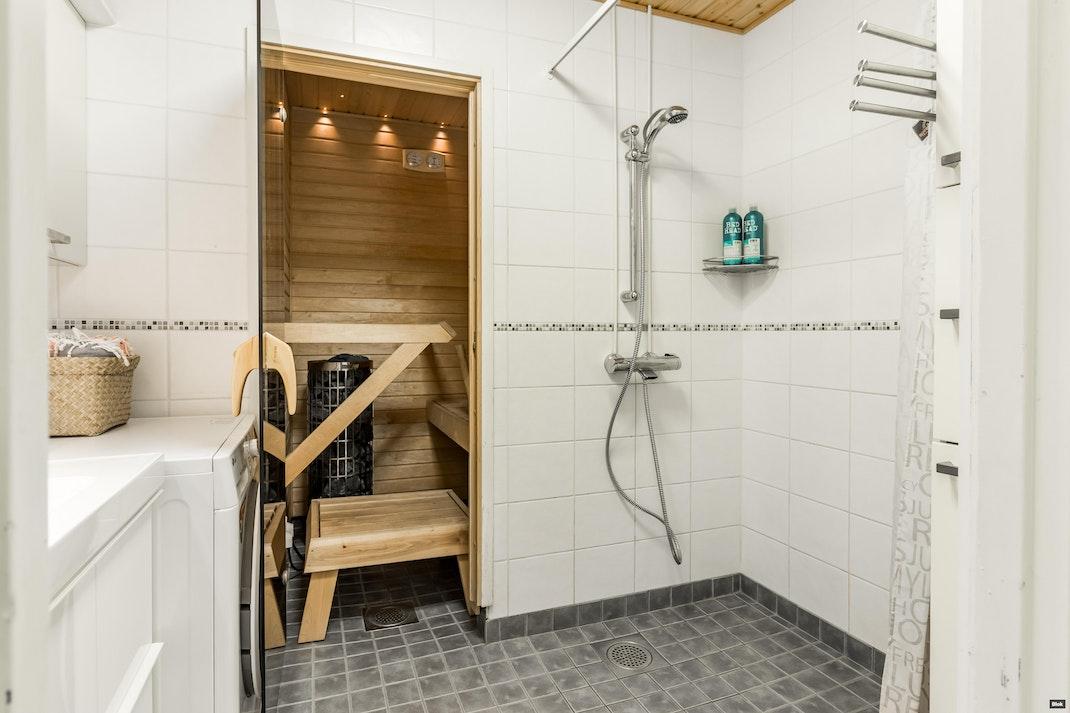 Vaaralankulma 11 G Kylpyhuone & Sauna