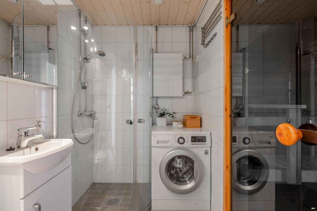 Kaivokselantie 8 H 81 Kylpyhuone & Sauna