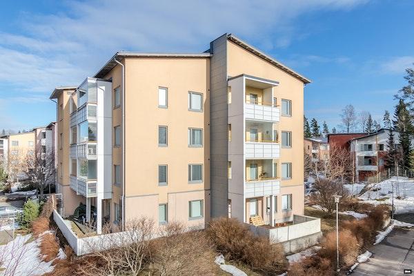 Hyvällä pohjaratkaisulla ja omalla terassilla varustettu asunto Ymmerstassa - Ullantorppa 11  B 18