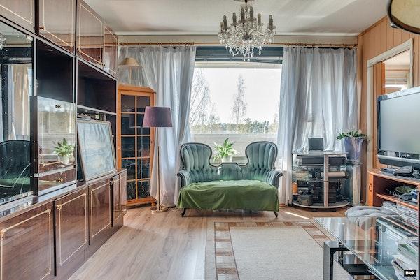 Kolmannen kerroksen tilava koti Yliskylästä - Ilomäentie 9 B31