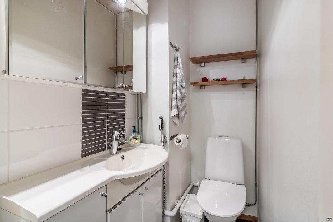 Tilhenkatu 1a G 50 Kylpyhuone & Erillinen WC