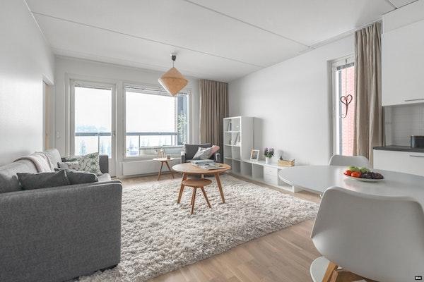 Uudenveroinen kolmio 2016 valmistuneen hissillisen talon viidennessä kerroksessa Lutakossa - Satamakatu 11  A 23