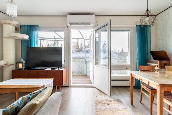 Kolme kerrosta ja kolme makuuhuonetta, ihastuttavassa rivitalossa Korson liepeillä - Kisatie 2b