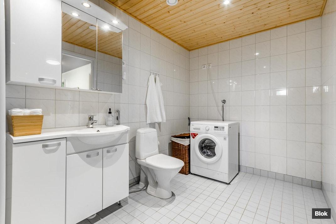 Alikonsantie 10 A2 Kylpyhuone & Sauna & Erillinen WC