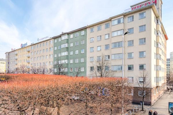 Valoa ja avaraa asumista Hakaniemen torin vieressä - Viherniemenkatu 1 A 24