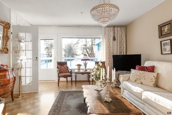 Avara ja kodikas kahden kerroksen ja kolmen makuuhuoneen rivitalokoti Rönönsaarella - Lehtosaarentie 12  A2