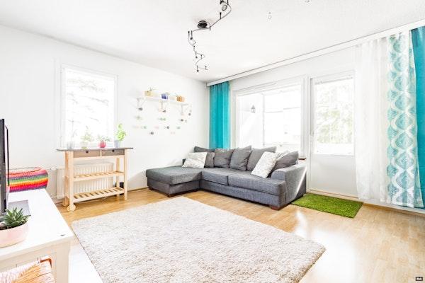 Tilava neljän huoneen ja parvekkeen asunto perheelle tai kimppa-asumiseen Hervannassa - Lindforsinkatu 17  A 5