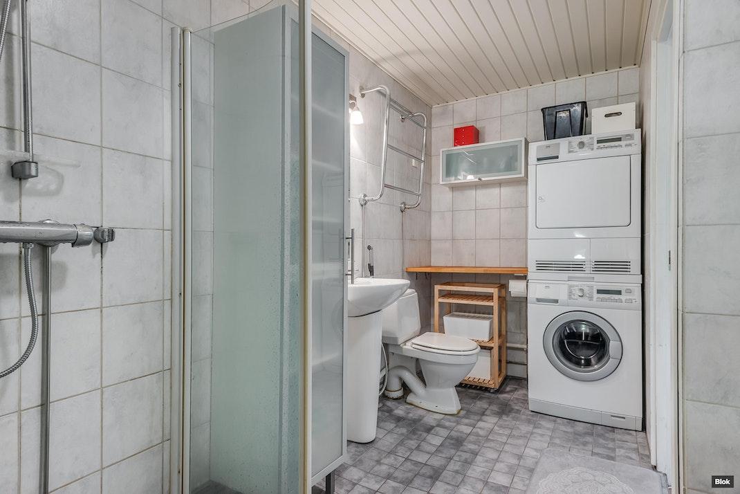 Juustenintie 1 G 7 Kylpyhuone & Sauna & Erillinen WC
