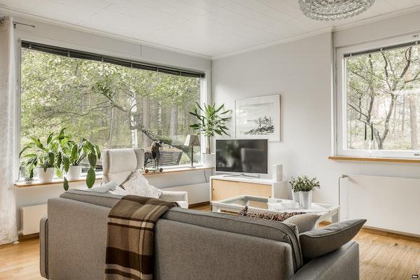 Elegantti kaksitasoinen rivitaloasunto, 60-luvun tyyliä henkivässä talossa Nummenmäellä - Honkatie 32  B 6