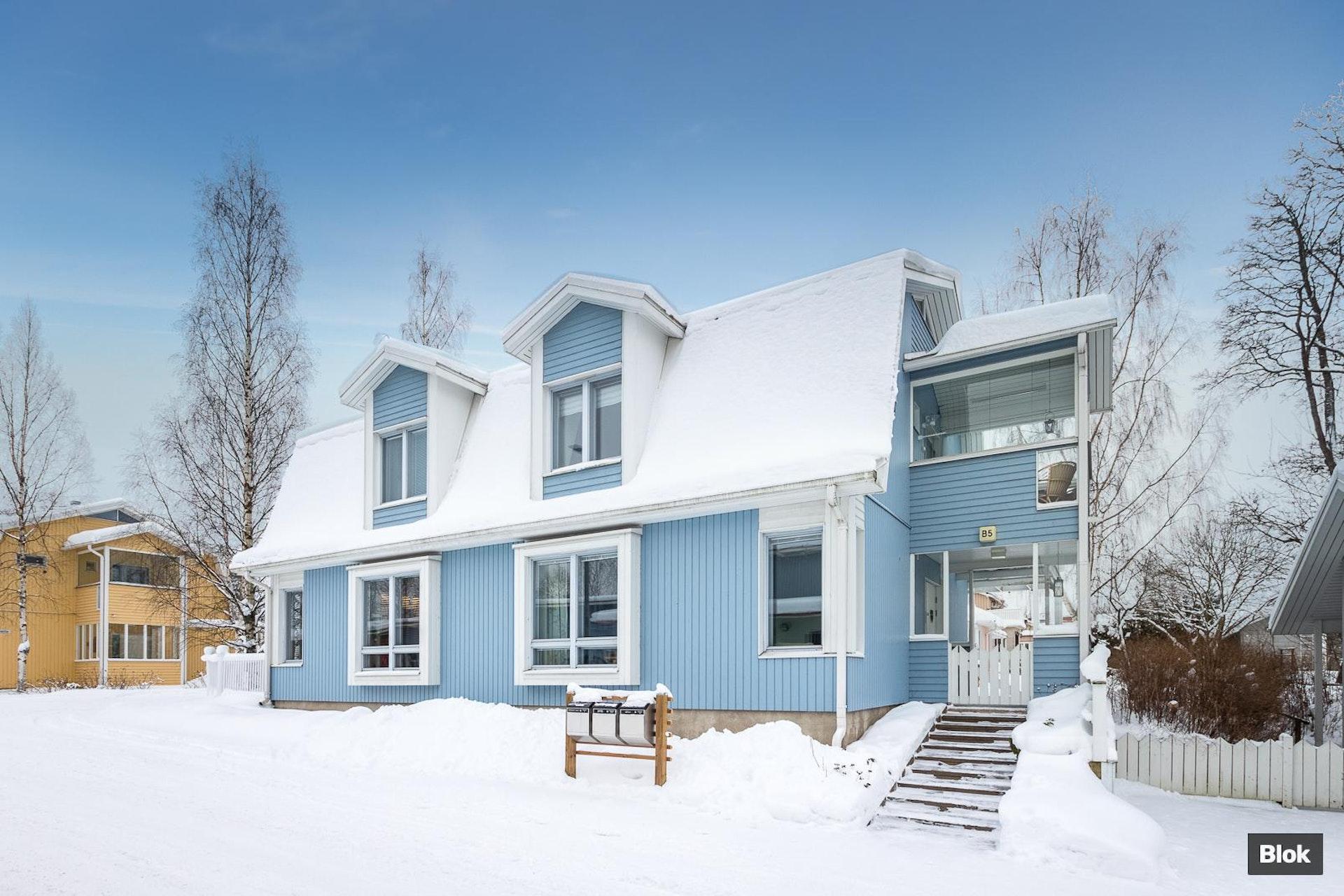 Kotoisa ja kaunis paritalo Tampereen Viinikassa